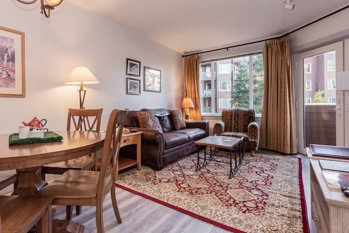 Gorgeous 1 Bdrm at Mammoth's Juniper Springs Lodge