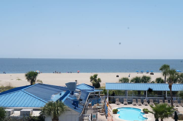 Amazing Views in this 2 bedrm Oceanfront Condo!