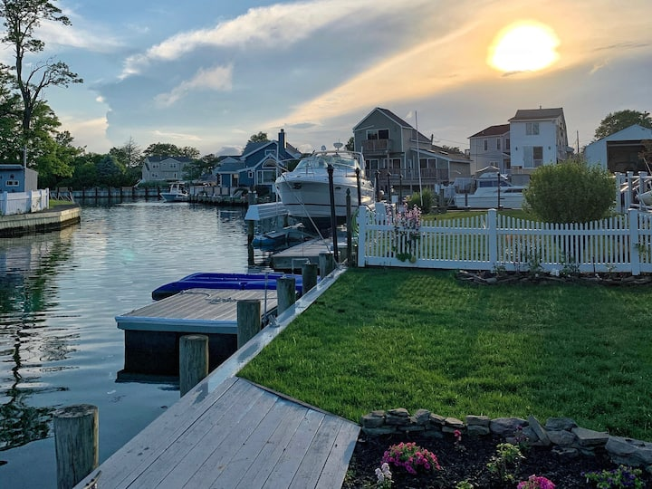 Private Waterfront Loft, minutes to beach