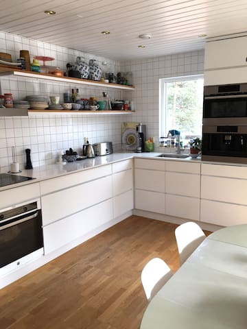 House in Nacka close to the sea and Stockholm city - Boo - บ้าน