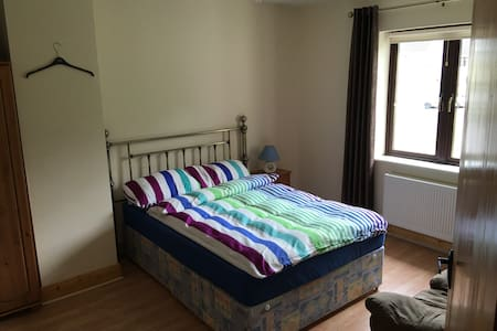 Carrigaline-Co. Cork cozy, quite private room - Cork