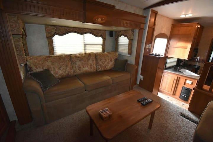 Comfy and spacious rv Montana