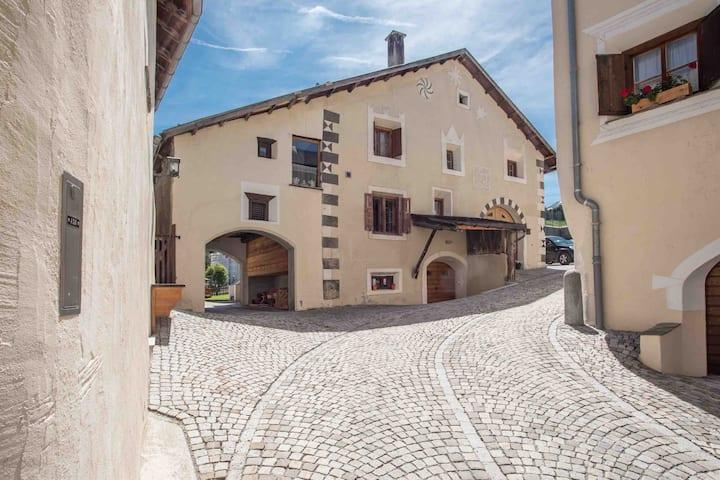 Chesa Paulina: Grosszügiges Engadinerhaus vom 1550