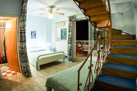 Self catering double bedroom, 2 WC - Zakynthos