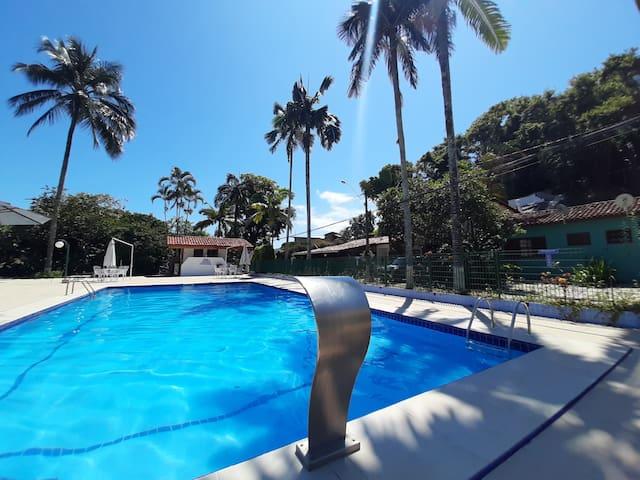 Chalé com piscina a 100 metros da Praia
