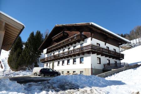 Sportclub Lederer in Saalbach - ザールバッハ