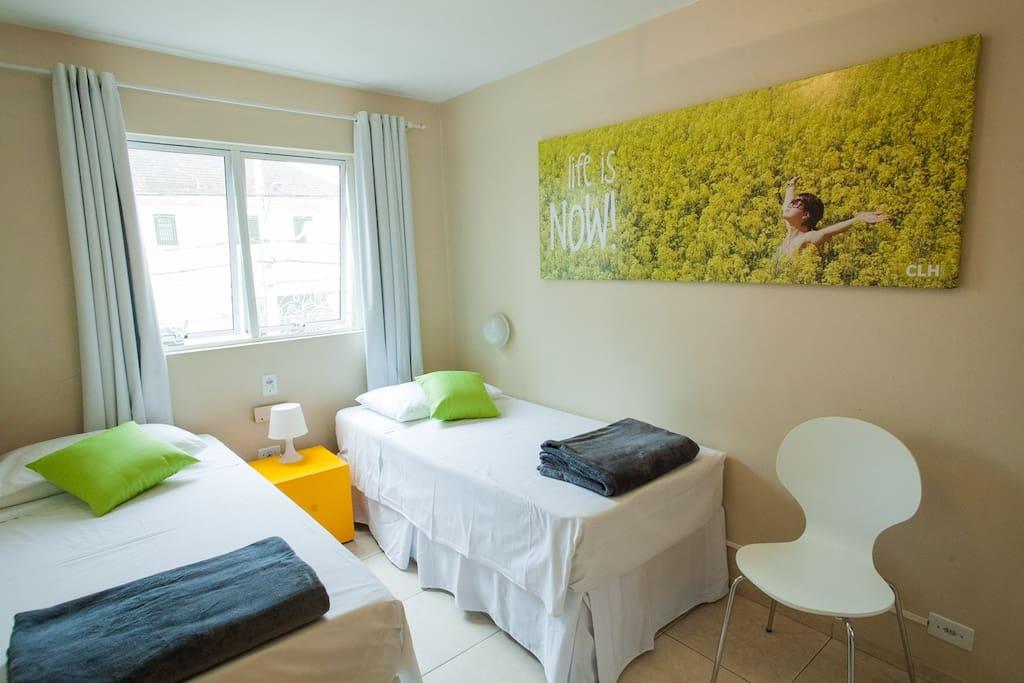 Suite com duas camas.