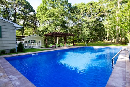 Beautiful Ranch with Salt waterpool - Southampton - Casa