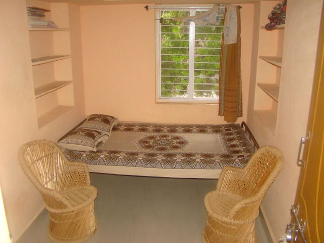 Hanu Family stay in Hampi managed by Murali