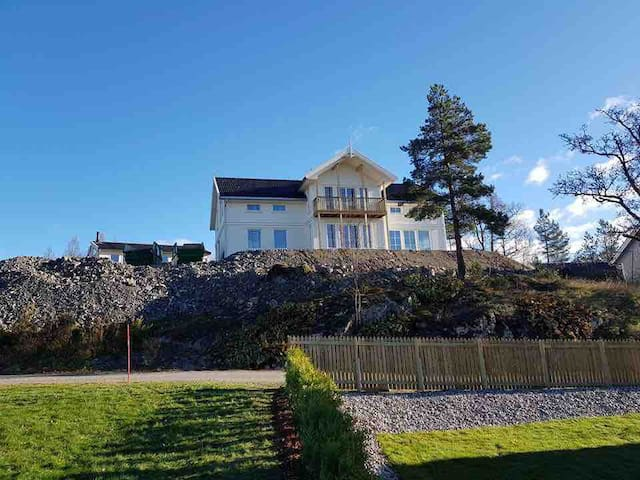 Luxury new house, 280 m2 big, 25 minutes to Oslo