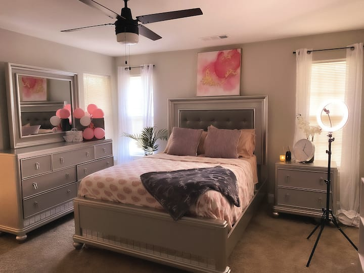 Private Room in Townhome 15 min from Buckhead