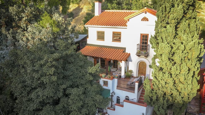 Casa Blanca- Spanish Paradise in the hills.