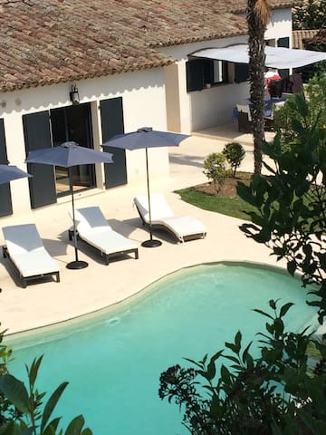 Superbe villa proche Cannes pour 12 personnes