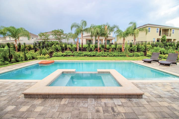 Discounted Rate! 10 bedroom Luxury home (1822)