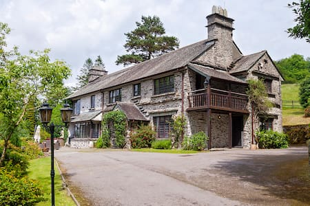 High Biggin - 5 Star Gold Award Holiday Cottage - Bowness-on-Windermere - House