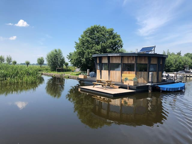 Floating cosy house Nieuwkoop near Amsterdam