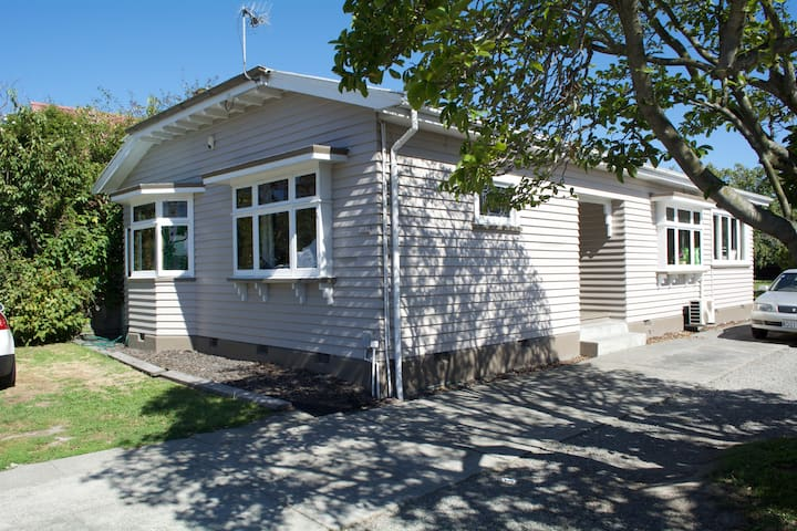 Place to stay while traveling - Christchurch - Rumah