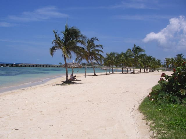 Hostal Tia Emilia 1 - Minutes from the beach