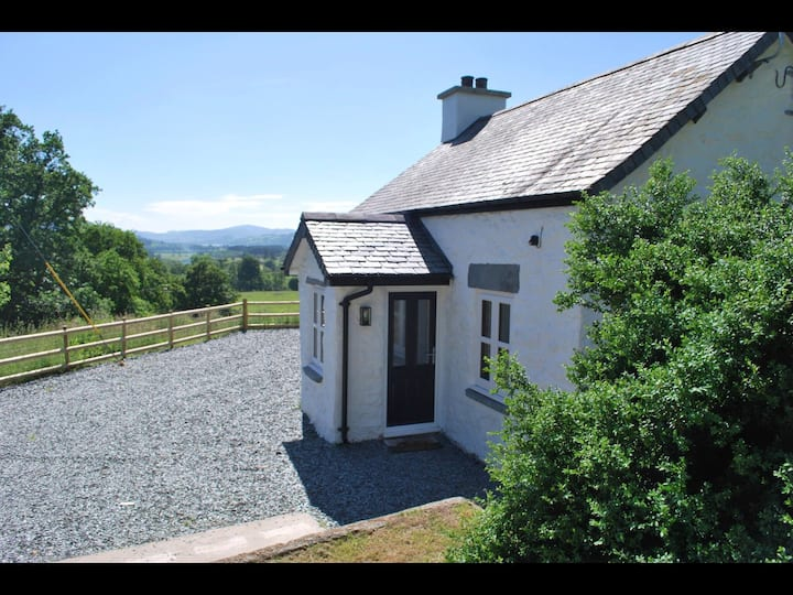 Stunning Cottage in the heart of Snowdonia, Bala