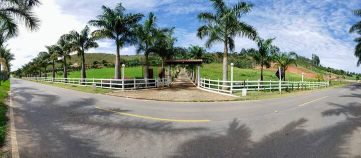 Chácara Santa Rita na natureza exuberante de MG.