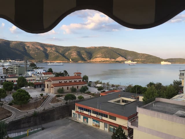 The Best View in Igoumenitsa, Top Floor Apartment - Igoumenitsa - Daire