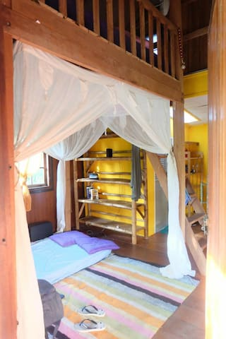 House with kitchen and 2 beds in Sritanu