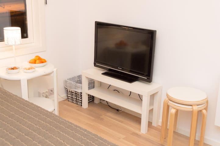 Modern room with private bathroom and kitchen - Tromsø - Pis
