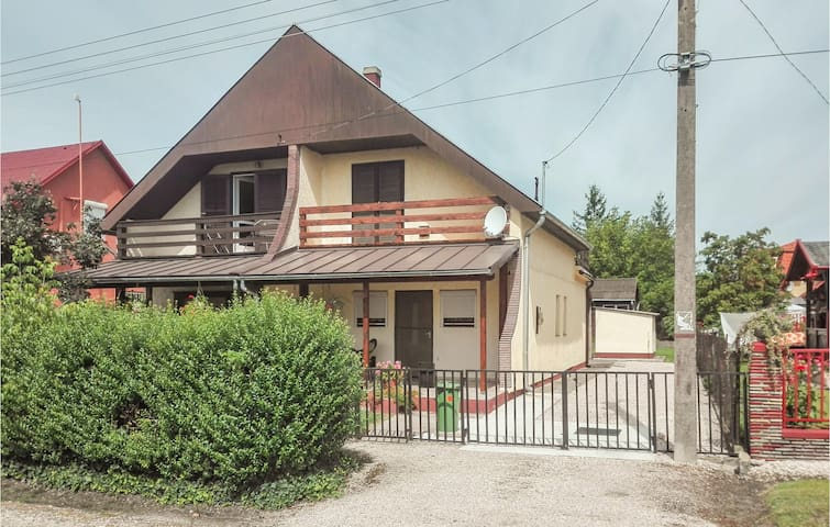 Semi-Detached with 2 bedrooms on 70m² in Balatonboglár
