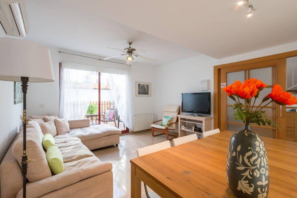 """""""Appartamento completamente nuovo, bello, spazioso e molto soleggiato. Si vede la sierra nevada ed è a dieci minuti di macchina dal centro"""" (Marco, Italia)"""