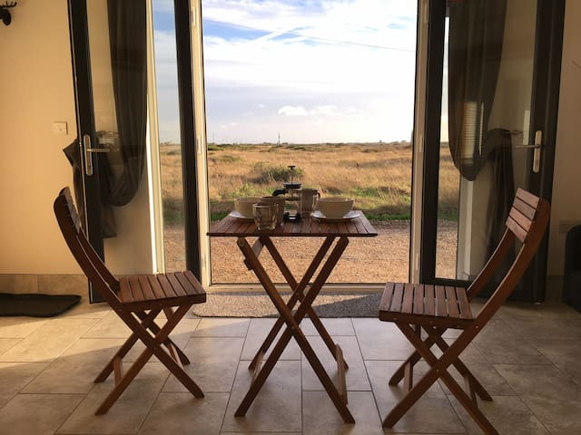 Levante Beach Cabin, Dungeness. Sleeps 2/3 - Dungeness - Cottage
