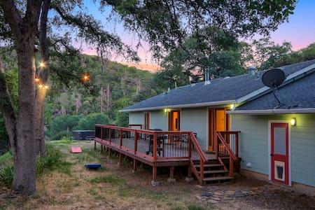 The Retreat @ Lakeside with Spa close to Yosemite