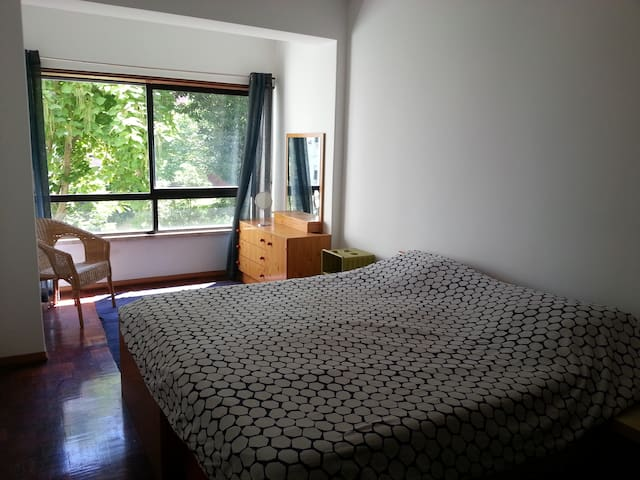 Very Large Double Bedroom in Lisbon Suburbs - Alfragide