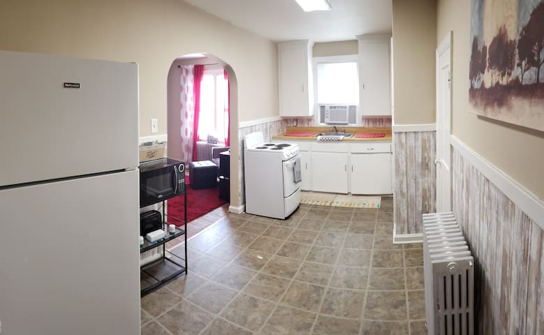 Fully equipped kitchen with microwave, stove, microwave and refrigerator included.