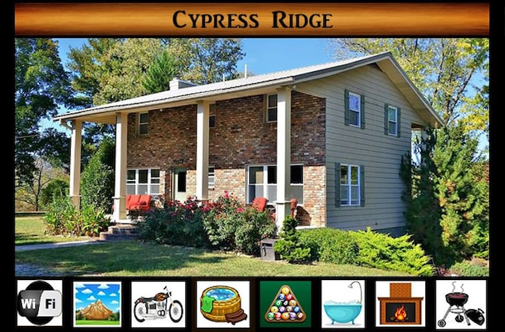 Cypress Ridge } Peaceful Country Setting / Pool Table / Five minutes from Park