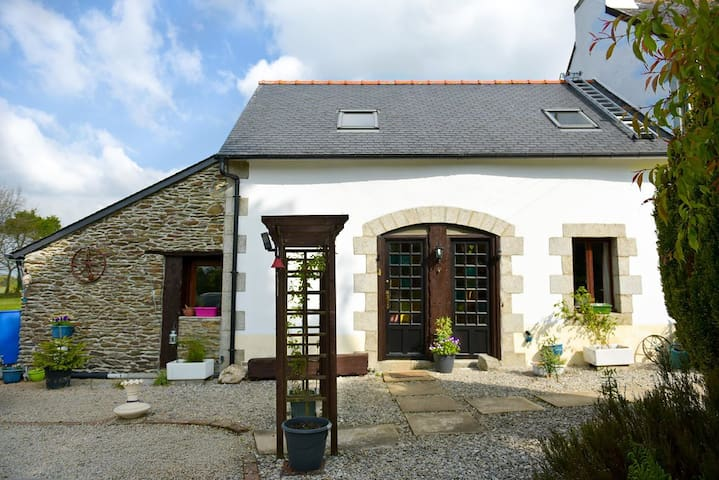 two bedroom cottage nr Carhaix central Brittany