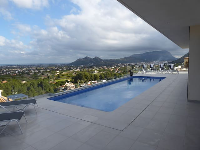 New modern villa with spectacular views