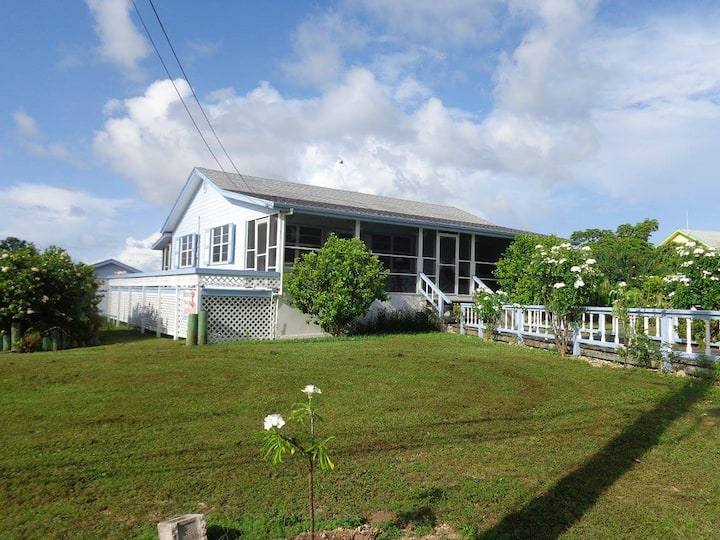 Harbourview Cottage - Includes a Golf Cart!