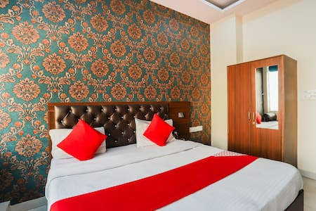 OYO Saver Double  Furnished 1BR Stay in Faridabad