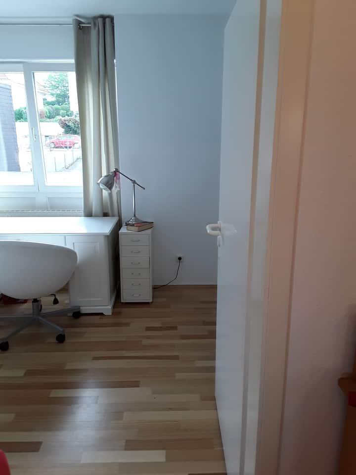 Ruhiges Zimmer mit eigenem Bad Bestlage