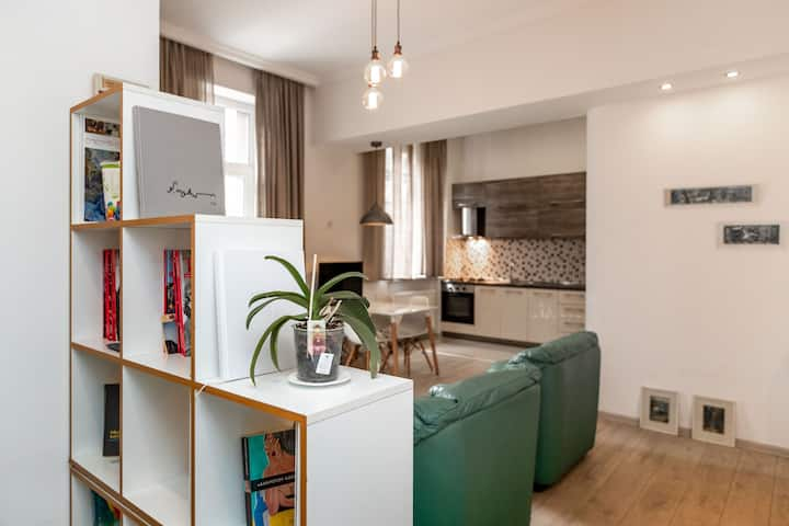 A COZY APARTMENT IN THE CENTER OF TBILISI
