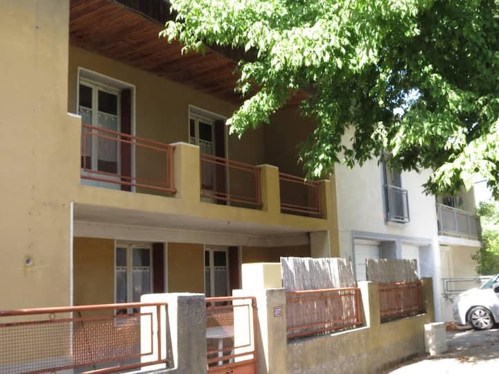 Maison dans village provençale