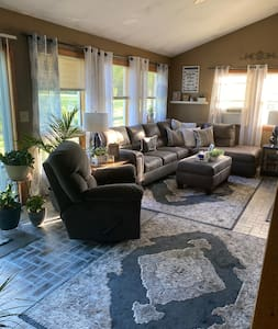 Comfortable home close to Syracuse &  Skaneateles