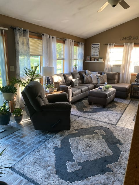 Comfortable home close to Syracuse &  Skaneateles