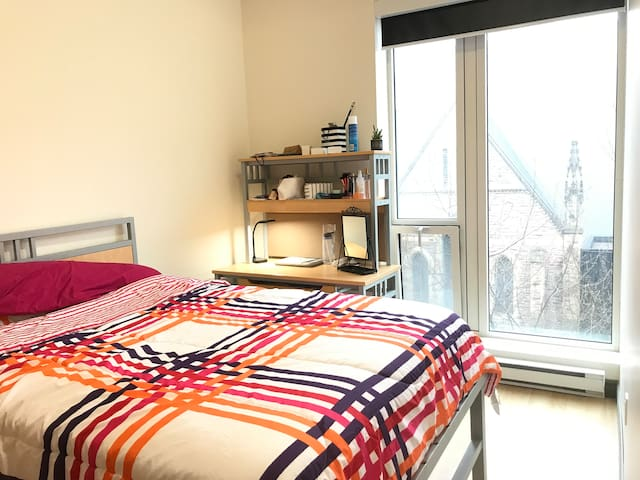 DOWNTOWN FALL SUBLET SEP - DEC (FEMALE ONLY)