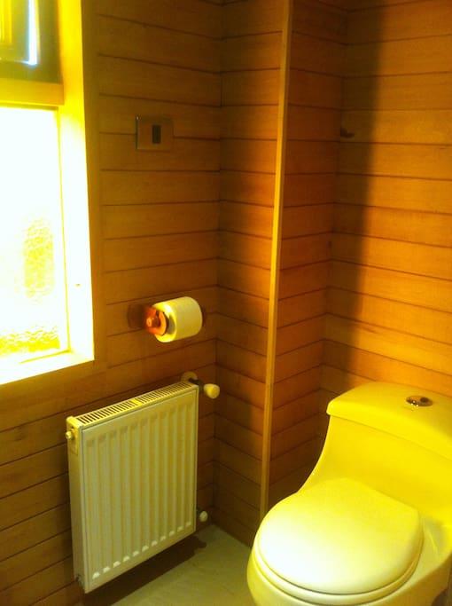 baño pequeño completo- 1º piso