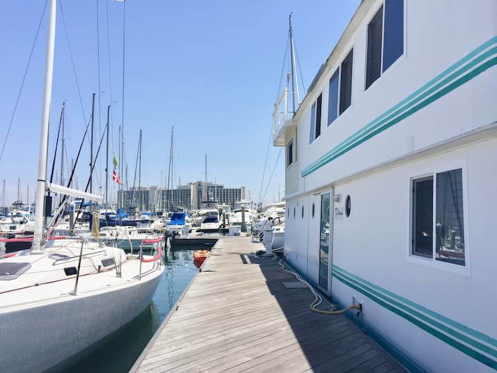 5 Star Houseboat in Beautiful San Diego Bay!