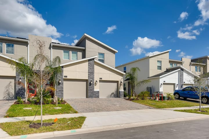 Luxury 2 Bed Townhome With Golf View up to 6 Guests - Carefully Sanitized 547 OC