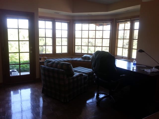 Nice couch and extra comfort chair - La Habra Heights - Huis
