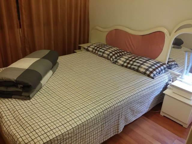 【旅游居住首选】卧室温馨舒适,小区环境优雅,交通便利。 - Liangshan Yizuzizhizhou
