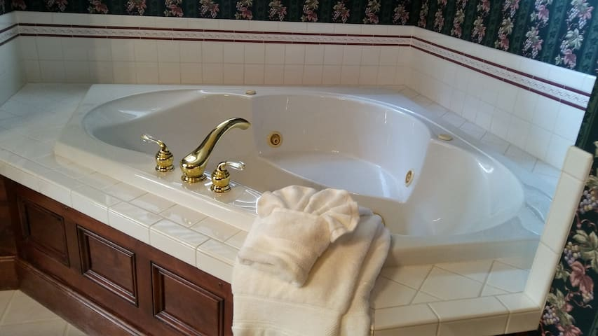 Large jetted spa tub